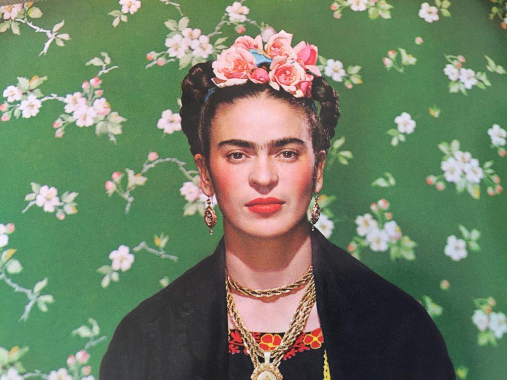 mujeres artistas, retrato de Frida Kahlo